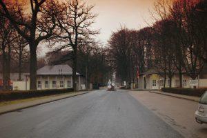 Einfahrt zur Lent-Kaserne