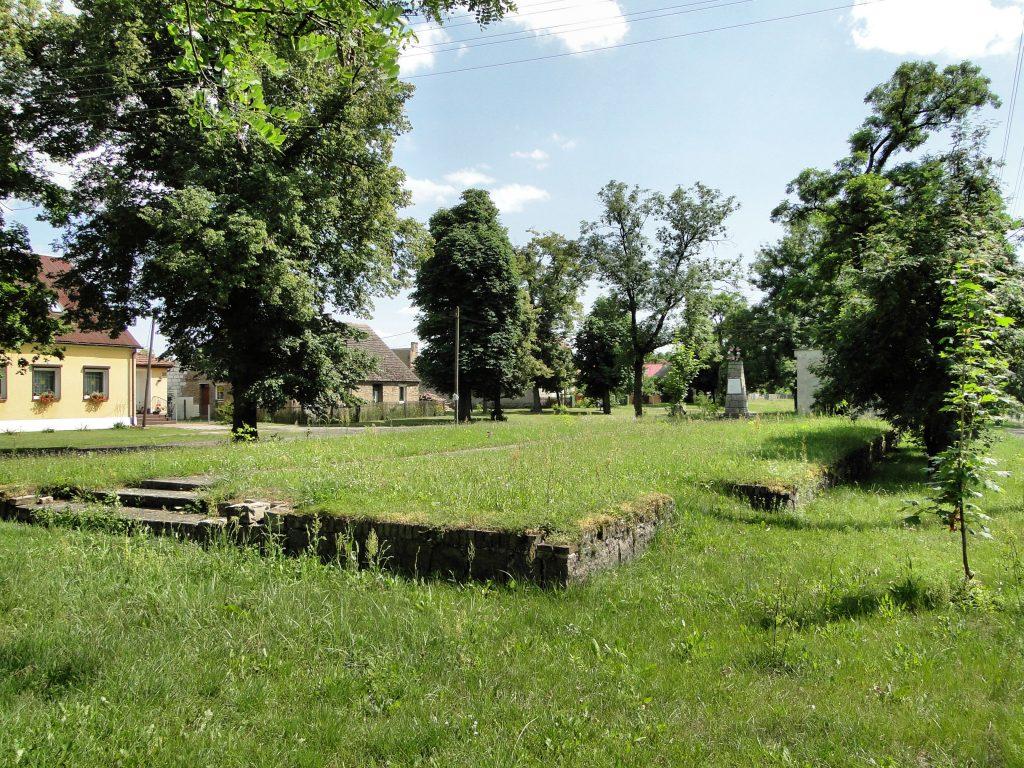 Gundmauern der Kirche in Pyrehne /Pyrzany