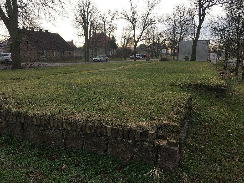 Grundmauern Kirche Pyrzany Wathebruch